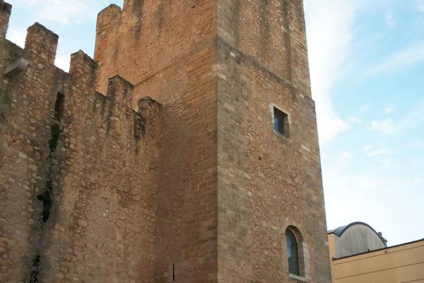 Torre_a_nord-ovest_del_castello_di_Alcamo_03