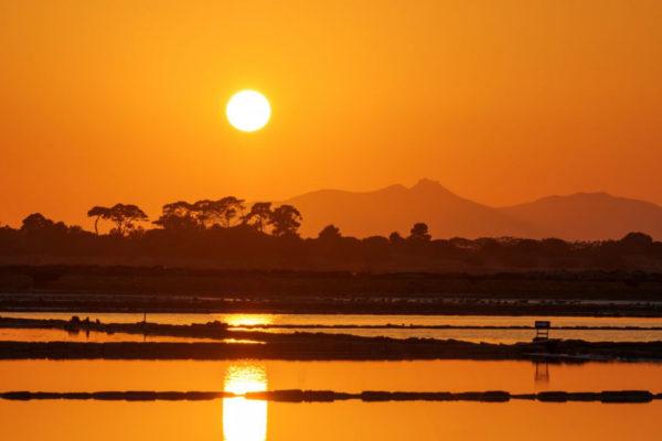 sunset-at-the-saltpans-of-trapani-P3RJGGH-1024x682
